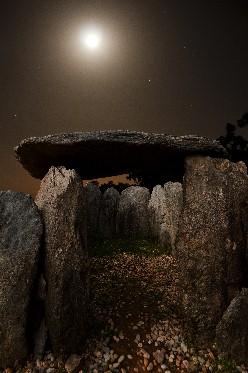 20120111004607-dolmen-7-noche-2.jpg