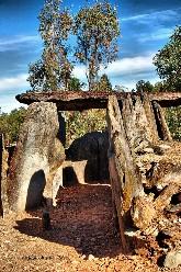 20111214003137-dolmen-6.jpg