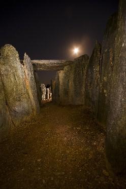 20111228003236-dolmen-m-1.jpg